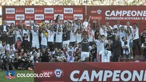 Los campeones celebran el título