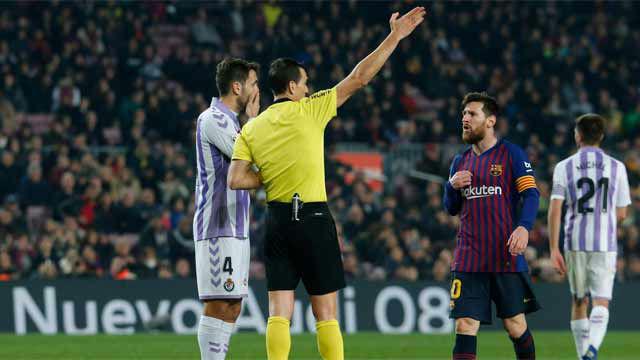 Messi recibió una falta clarísima, la protestó y vio la amarilla