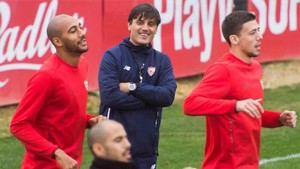 Montella habló del interés del Barcelona por Lenglet