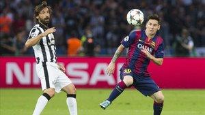 Pirlo y Messi durante la final de la Champions de 2015.