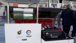 El VAR se estrenó en la Supercopa de España entre el FC Barcelona y el Sevilla