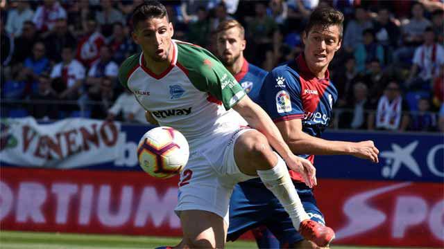 El Alavés gana en Huesca y sueña con la Champions