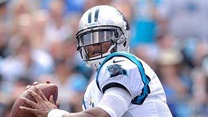 Cam Newton, quarterback de los Carolina Panthers, buscará hacer buenas migas con Holyfield