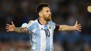 Un catante halaga a Leo Messi en un rap | El Universo