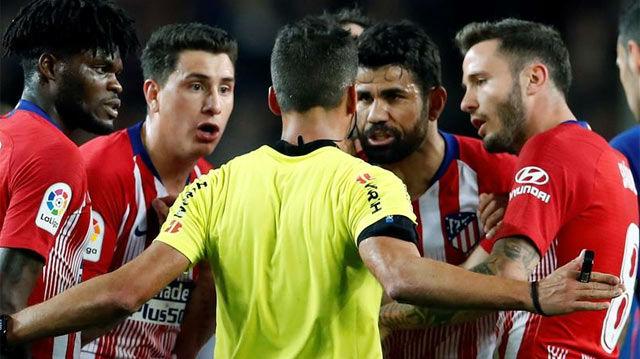 Diego Costa se autoexpulsó en un partido clave para su equipo