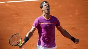 Un exultante Nadal celebra la victoria sobre Novak Djokovic