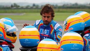 Fernando, junto a los alumnos de su circuito de karts