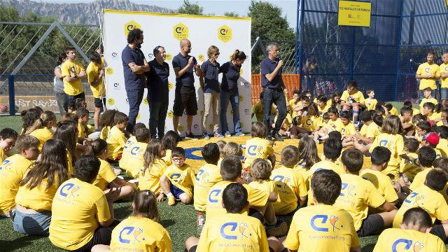 Guardiola inaugura la Cruyff Court de Hostalets de Pierola