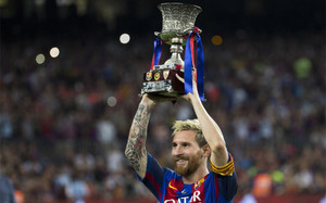 Leo Messi levantó su primer trofeo como capitán del FC Barcelona