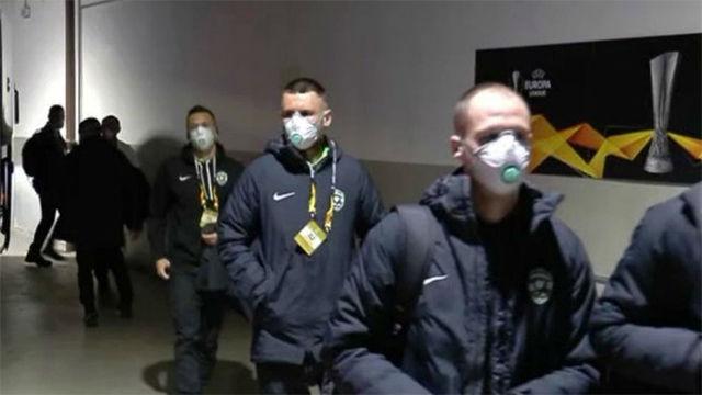 Los jugadores del Ludogorets llegan a San Siro con mascarillas