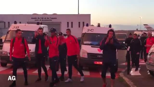 Los ultras del PSG saludaron a sus ultras