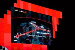 El mapa del circuito propuesto para albergar en el 2020 el GP de Vietnam de Fórmula 1 se muestra en una pantalla durante una ceremonia de presentación en Hanoi.