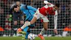 La prensa inglesa comparó a Alexis con su excompañero Messi