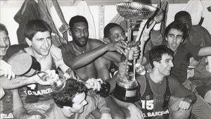 Sibilio junto a Norris y el resto de sus compañeros celebrando un título del Barça