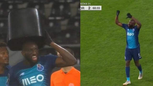 ¡Vergonzoso! Un jugador del Oporto se marcha del partido al recibir insultos racistas
