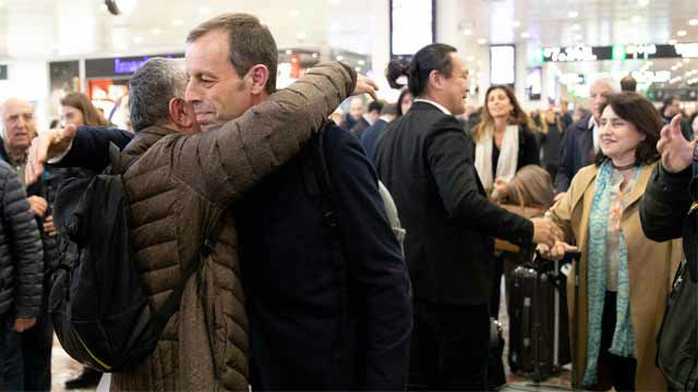 El vídeo de la emotiva llegada de Rosell a Barcelona