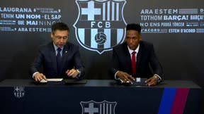Yerry Mina firma su contrato con el FC Barcelona